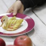 Jak dostat vitaminy do dětí: Jablečná labuť
