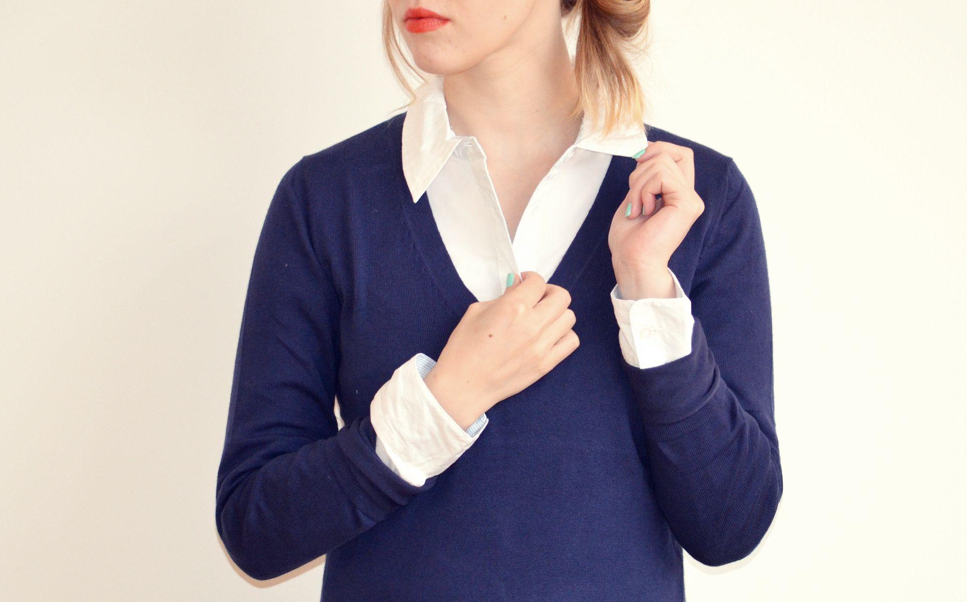 Kombinace košile a svetru je vhodna jak do kanceláře, tak i pro pohodové odpoledne (všechno Tchibo)
