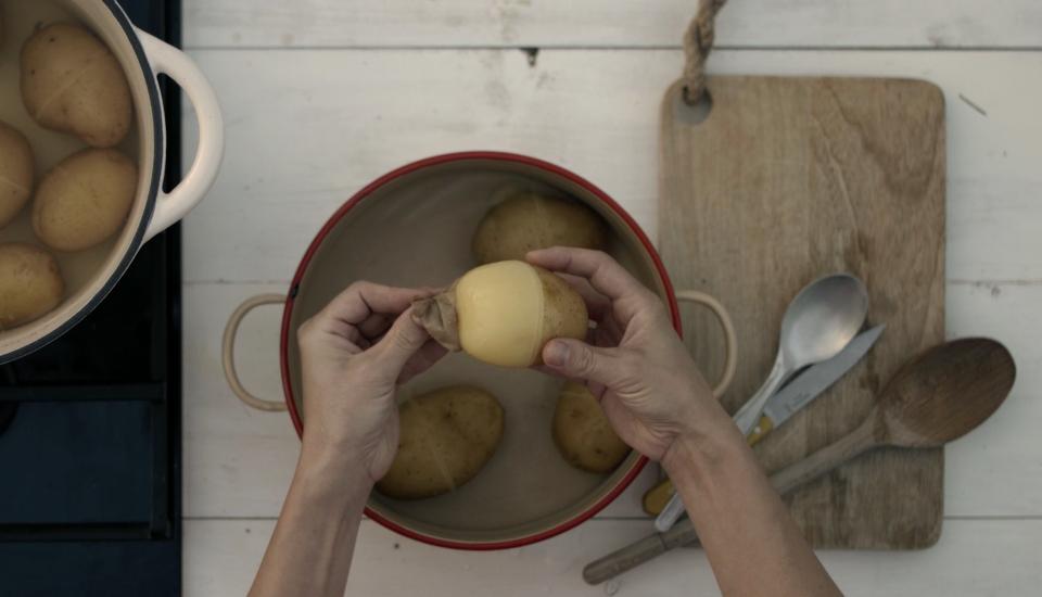 Zlepšovák: Jak nejrychleji oloupat brambory