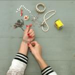 Zlepšovák: Jak zapnout náramek vjednom člověku