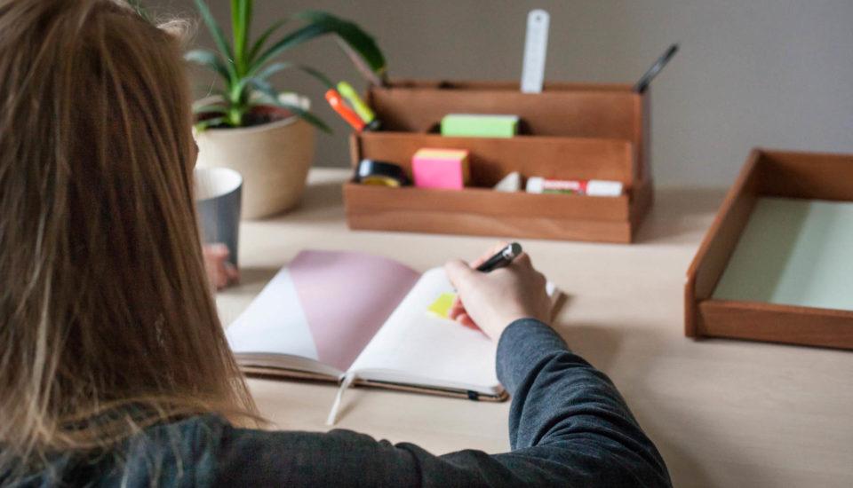 Jak si udělat ideální pracovní stůl?