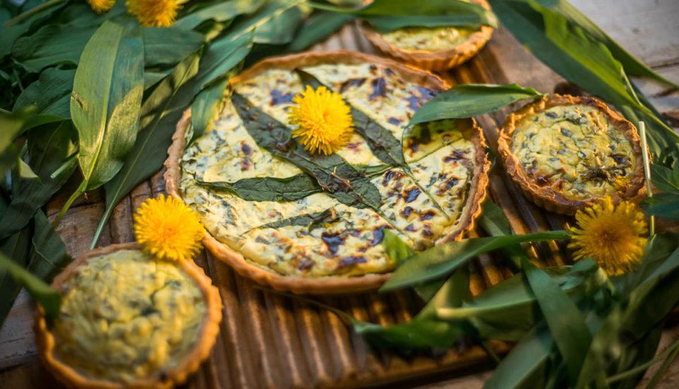 Jarní quiche skopřivou amedvědím česnekem