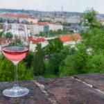 Začíná období růžových vín