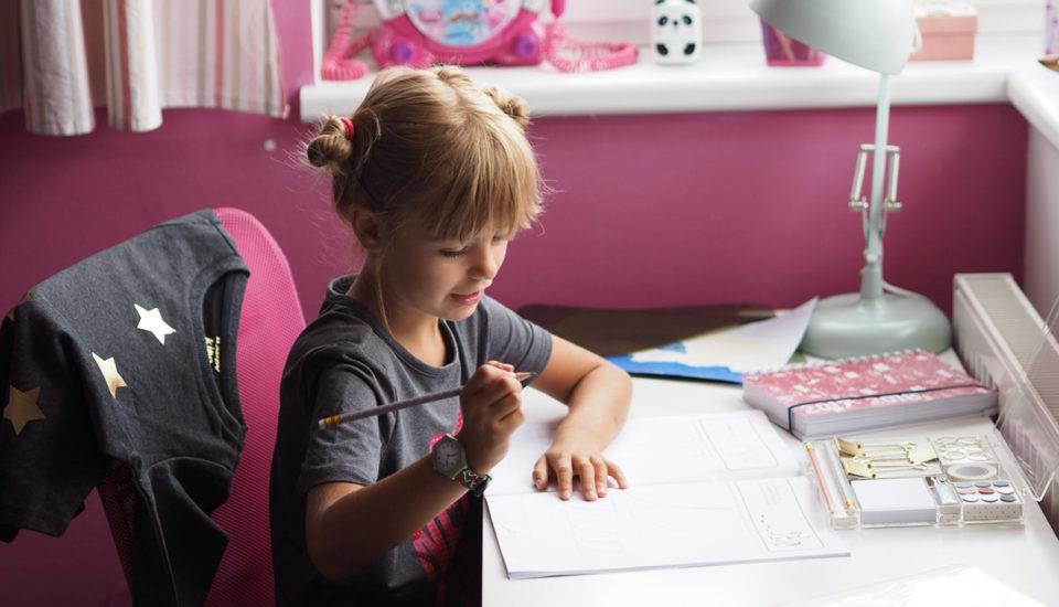Vyberte správný pracovní stůl pro školáka