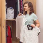 Může si minimalismus najít místo ive vašem šatníku?