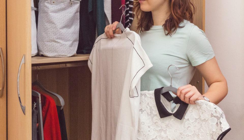 Nový trend: minimalismus. Může najít místo ive vašem šatníku?
