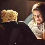 Proč děti potřebují ahlavně milují strašidla & jak bojovat stěmi pod postelí