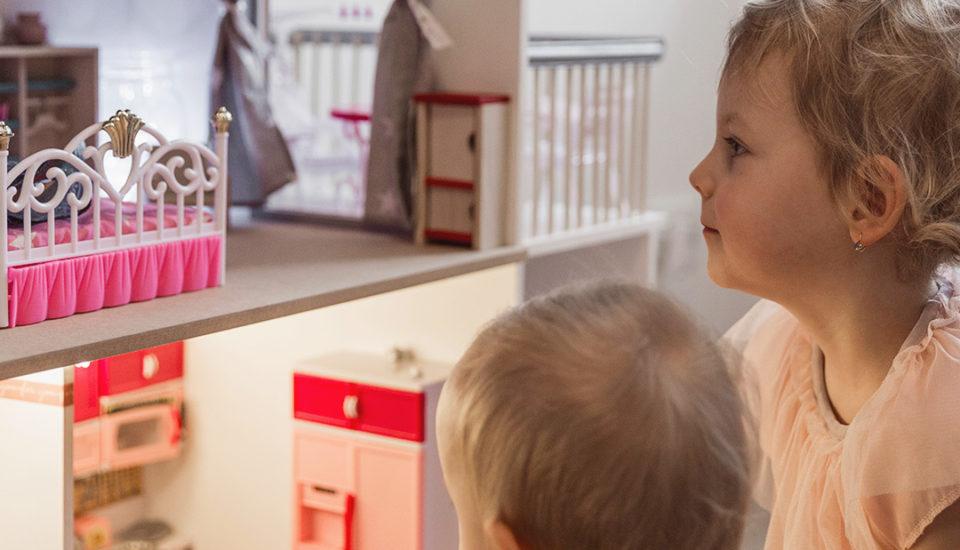8 tipů, jak vybavit domeček pro panenky