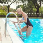 Vše, co potřebujete vědět, když se plaváním chcete dostat do formy