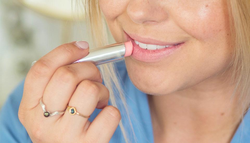 Jak se nalíčit, aby make-up přežil ihorké dny