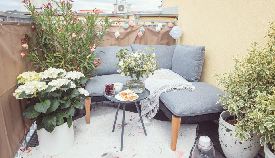 Jak zkaždého balkonu vytvořit letní útočiště