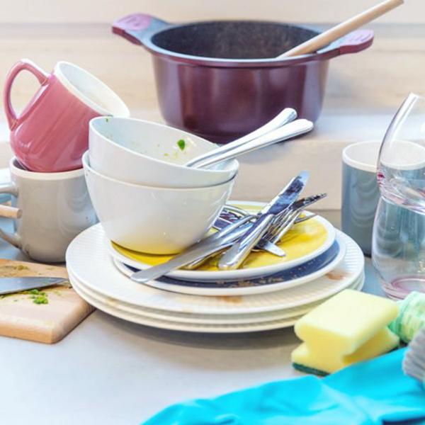 Mytí nádobí vruce podle mojí tchyně