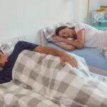 Oddělené spaní partnerů: nový zvyk, který vám možná zachrání vztah