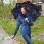 3 důvody, proč si myslím, že ženám sluší déšť