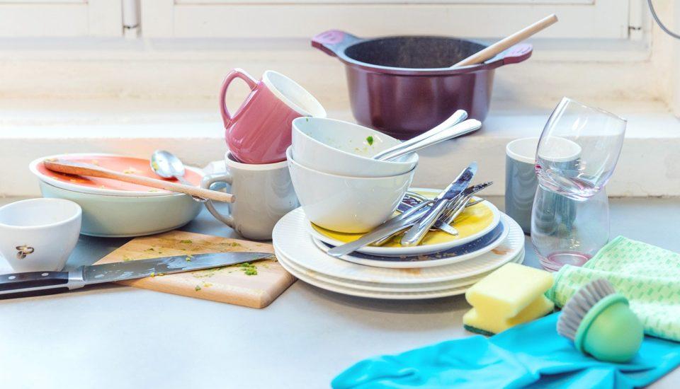 9 věcí, které podle tchyně můžu dělat špatně, když myju nádobí vruce