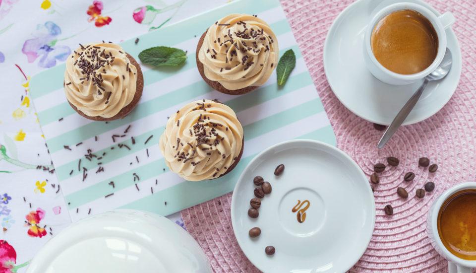 Kávové muffiny skaramelovým krémem