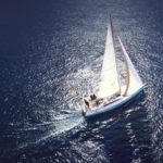 Je dovolená na plachetnici jenom pro Onasise? Není, ale toto byste měli vědět