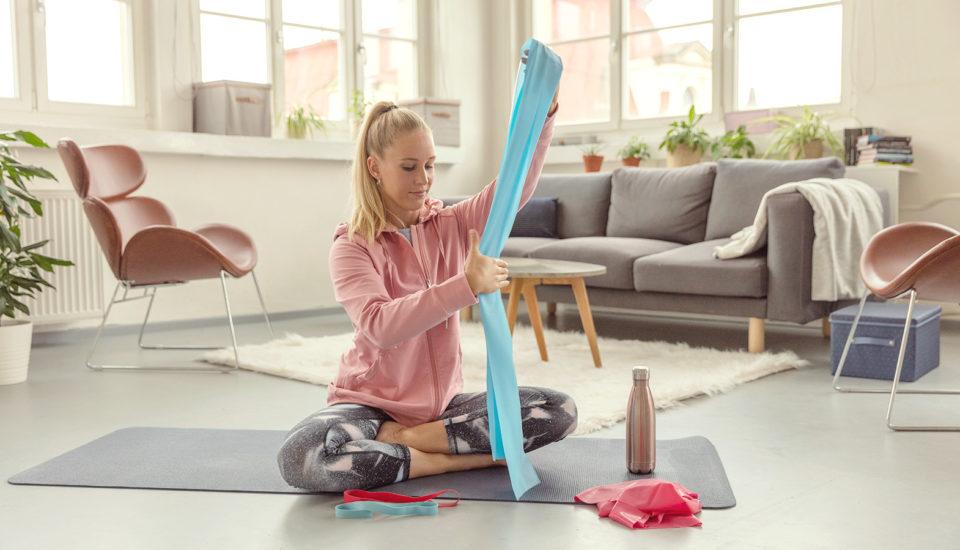 Odporové gumy: jednoduché cvičení na protažení celého těla
