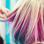 Bláznivě barevné vlasy jsou šik vkaždém věku. Jak na ně?