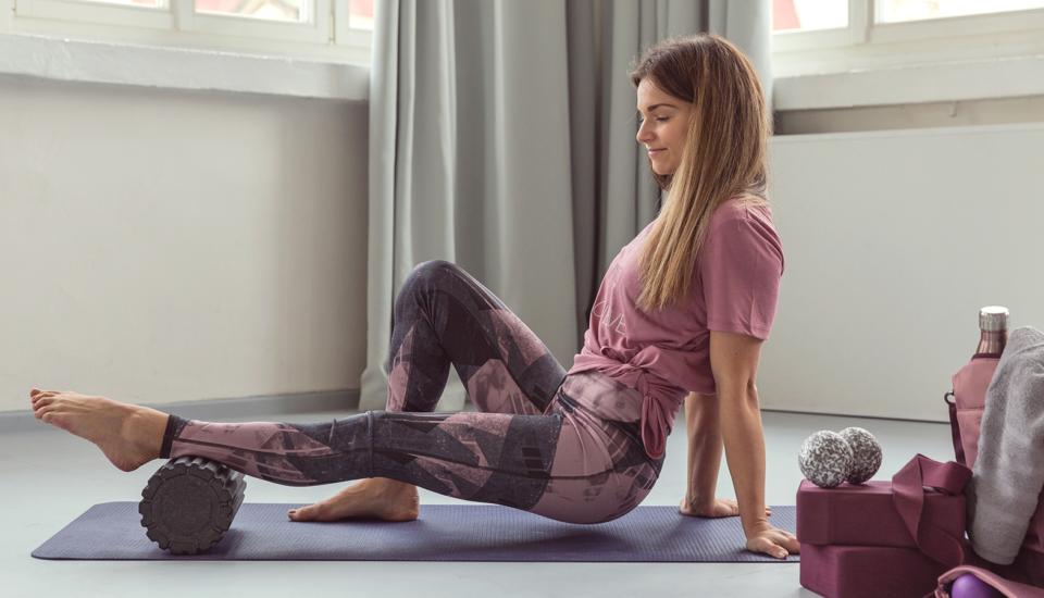 Udělejte si sami masáž pomocí míčků nebo válce – uleví vám od bolesti apřinese lepší náladu