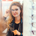 Vybírám si nové brýle! Optik radí, jaký tvar amateriál se hodí ke kterému obličeji