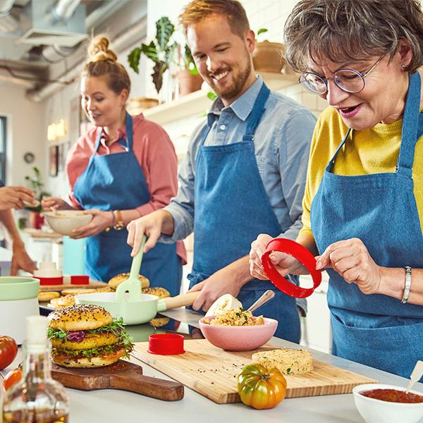 Výbava do kuchyně vjarních barvách