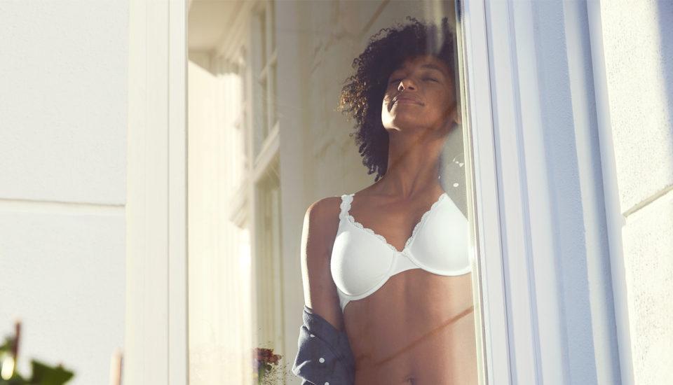 Otázky okolo prádla na spaní! Jak je to spodprsenkou, kalhotkami apyžamy?