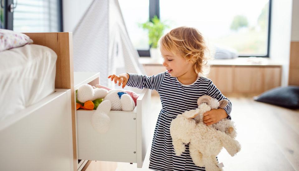 Zapojte své ratolesti do domácích prací hravě! Tři tipy, které vám pomohou snastavováním pravidel