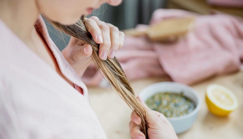 Dlouho mě trápily rychle se mastící vlasy. Co mi nakonec pomohlo?