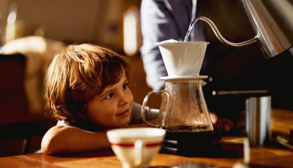 Voda ovlivňuje chuť vaší kávy. Proč se to děje ajaká voda je nejlepší?