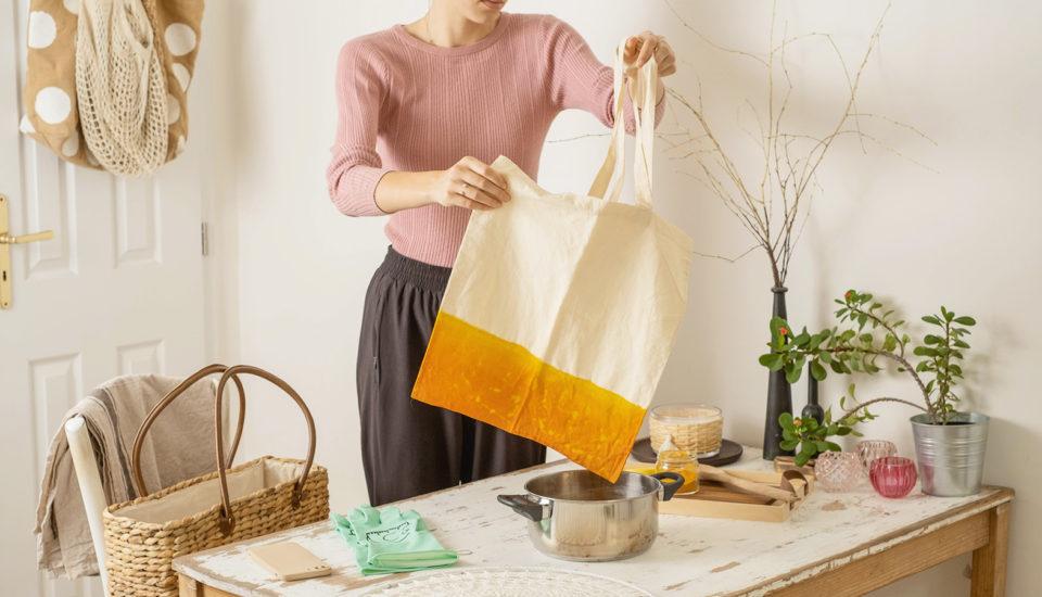 Nabarvila jsem oblečení peckou od avokáda! Čím dalším se dá oživit zašlá látka?