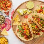 Recept na domácí tacos včetně návodu na přípravu kukuřičných placek