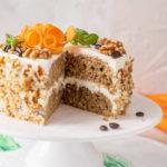 Recept na vláčný mrkvový dort skávovým krémem