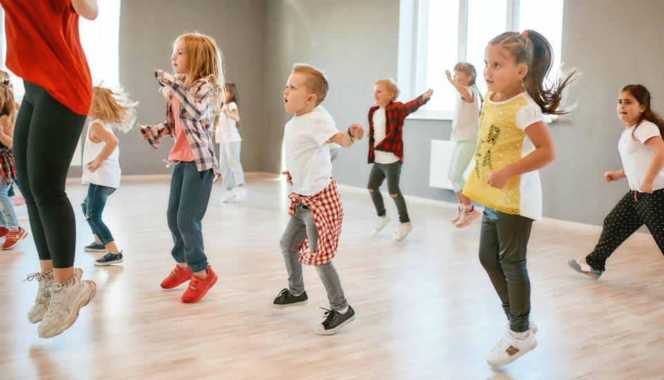 Taneční kroužky nejsou jen pro zábavu. Tyhle dovednosti do života si znich děti odnesou
