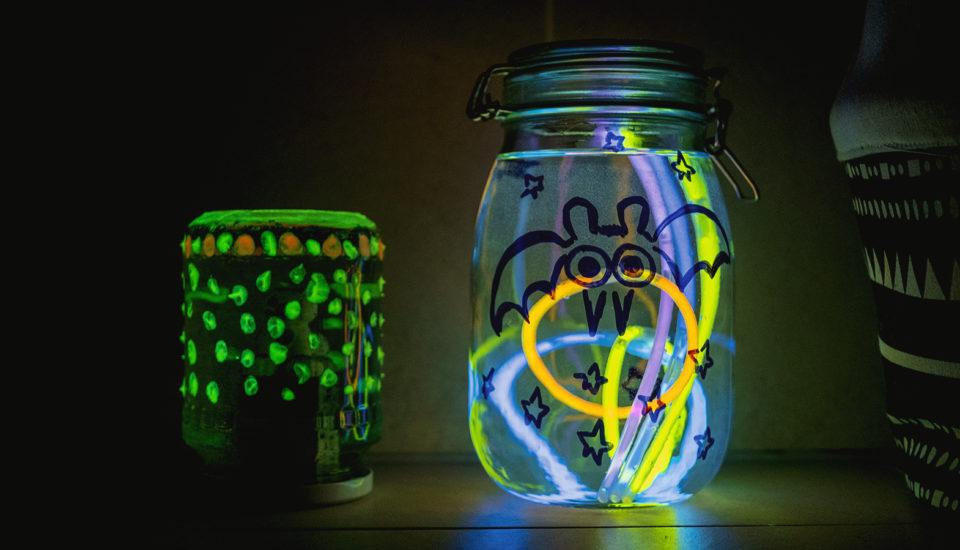 DIY pro děti: Efektní zavařovačky, které svítí ve tmě