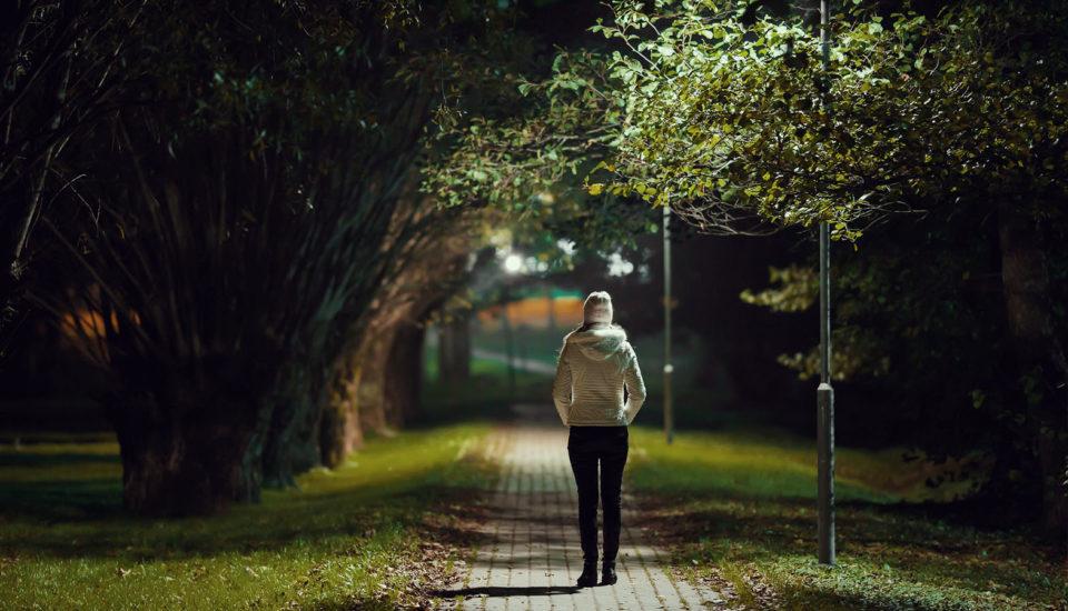 Bojíte se venku za tmy? Lektor sebeobrany radí, jak setřást agresora anebýt snadným cílem