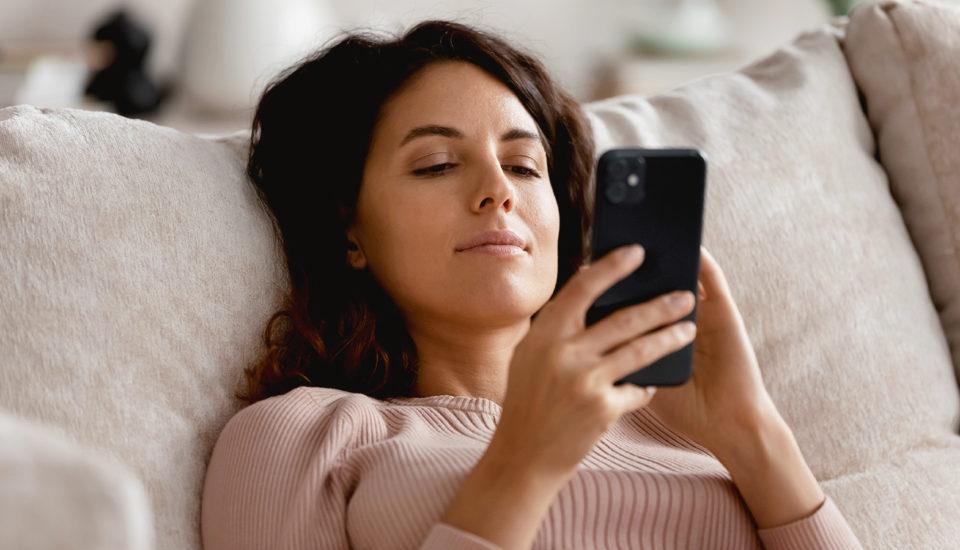Vztahy na sociálních sítích: Kde končí nablýskaná pohádka?