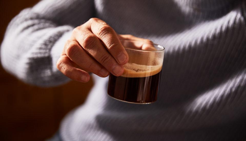 Návod, jak degustovat kávu. Dokážete rozeznat chutě, které se vní skrývají?