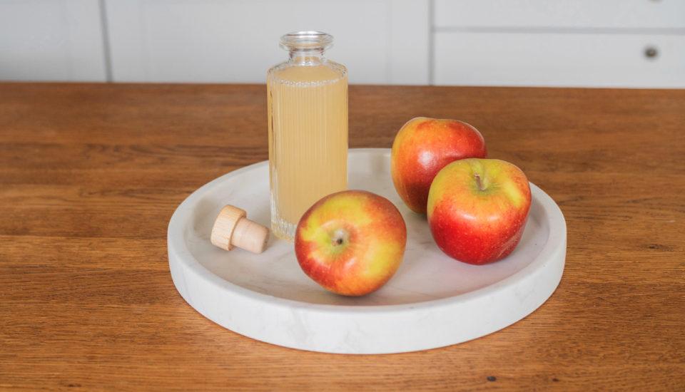 Vyrobte si jablečný ocet. Využijete ho přivaření, úklidu ipéči ovlasy