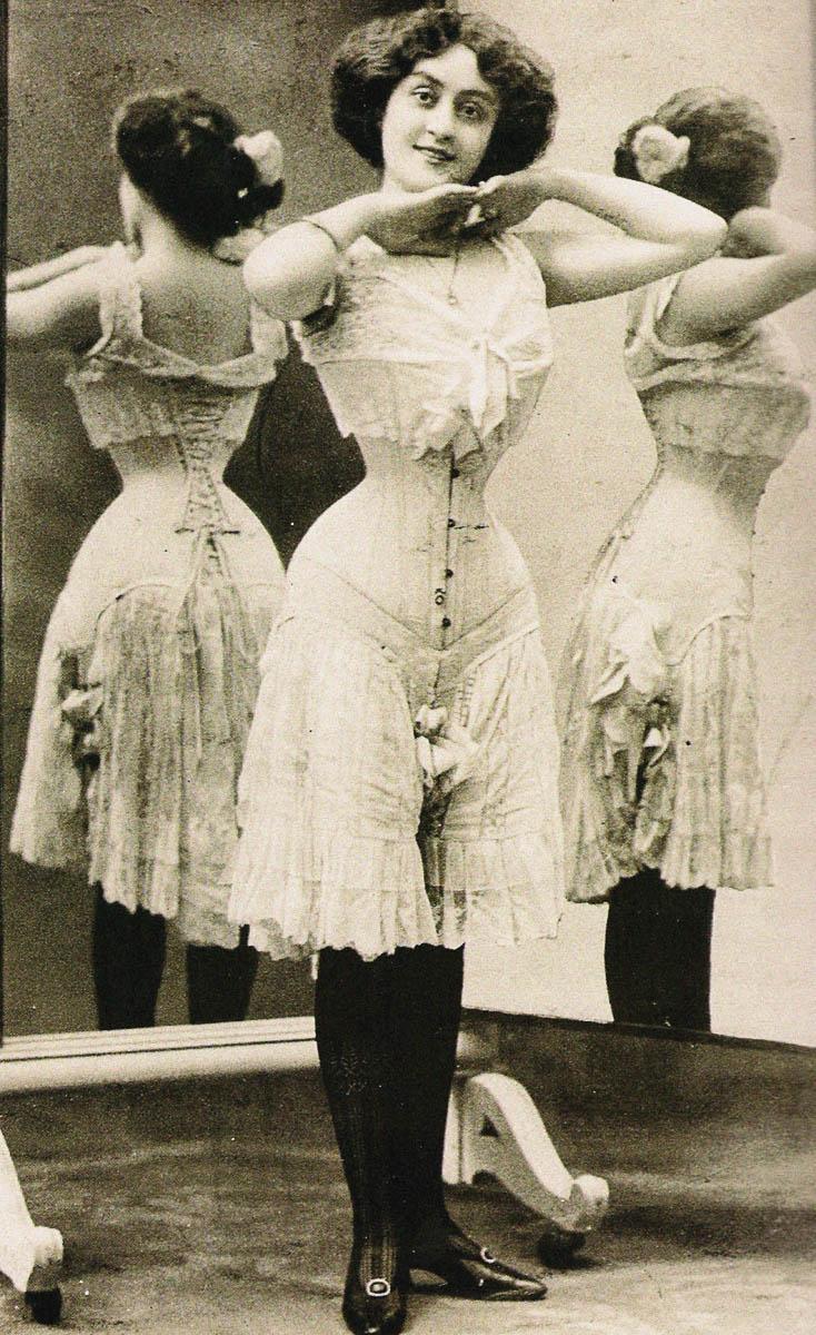Victorian corset, End 1890s. Found in the collection of Musée des Arts Décoratifs, Paris. Artist : Anonymous. (Photo by Fine Art Images/Heritage Images/Getty Images)