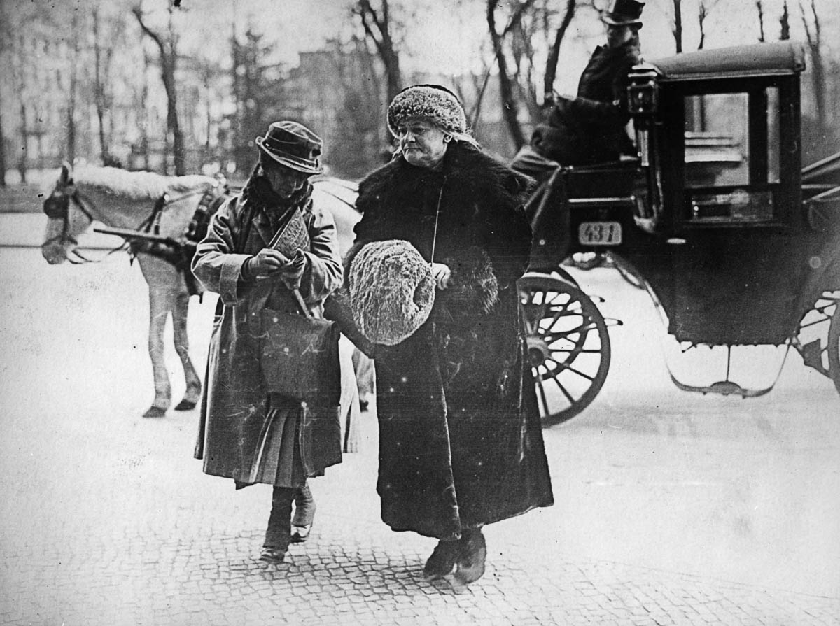 circa 1925: German Communist leader Clara Zetkin (1857 - 1933), known as Red Clara, and a companion. (Photo by General Photographic Agency/Getty Images)